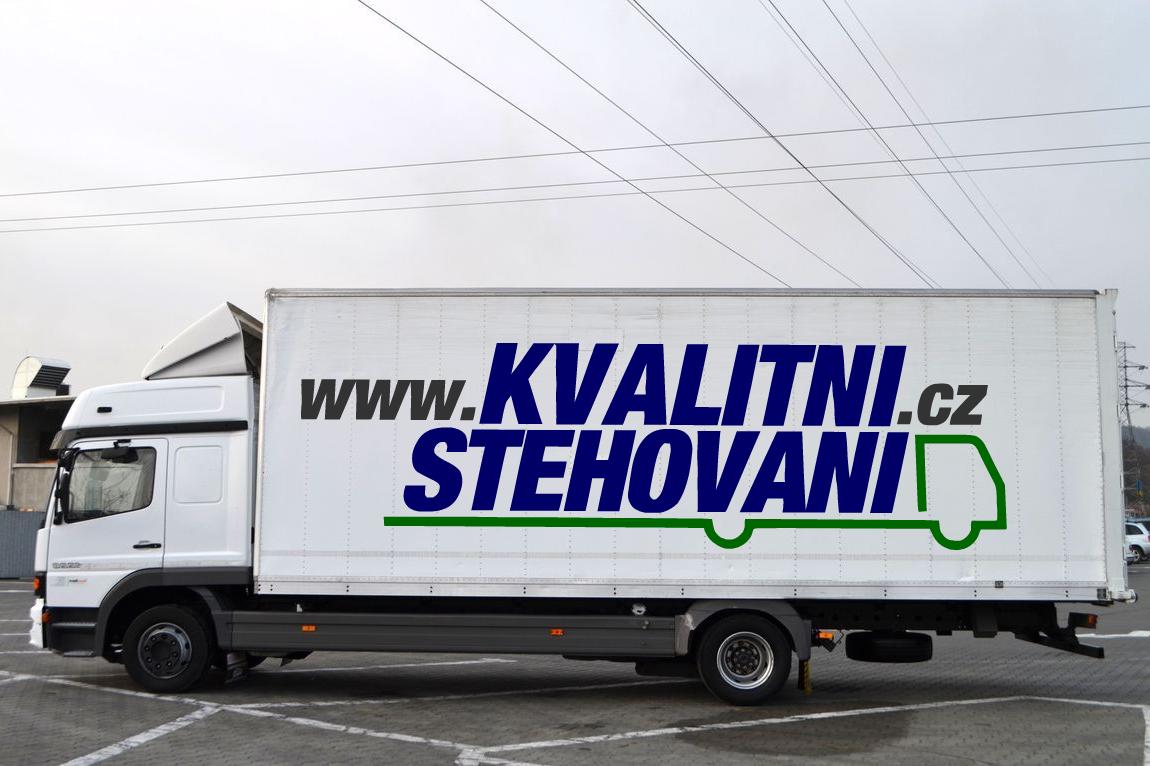 Velké nákladní stěhovací auto - speciální technika na stěhování