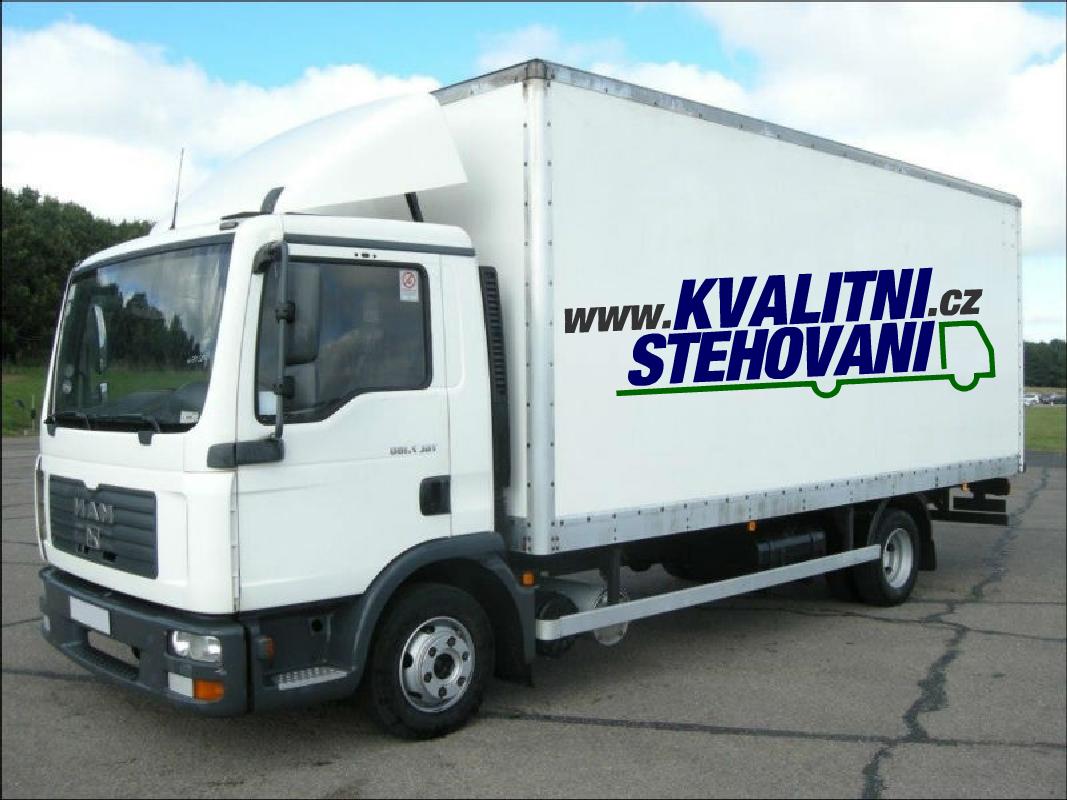 Velké stěhovací nákladní auto