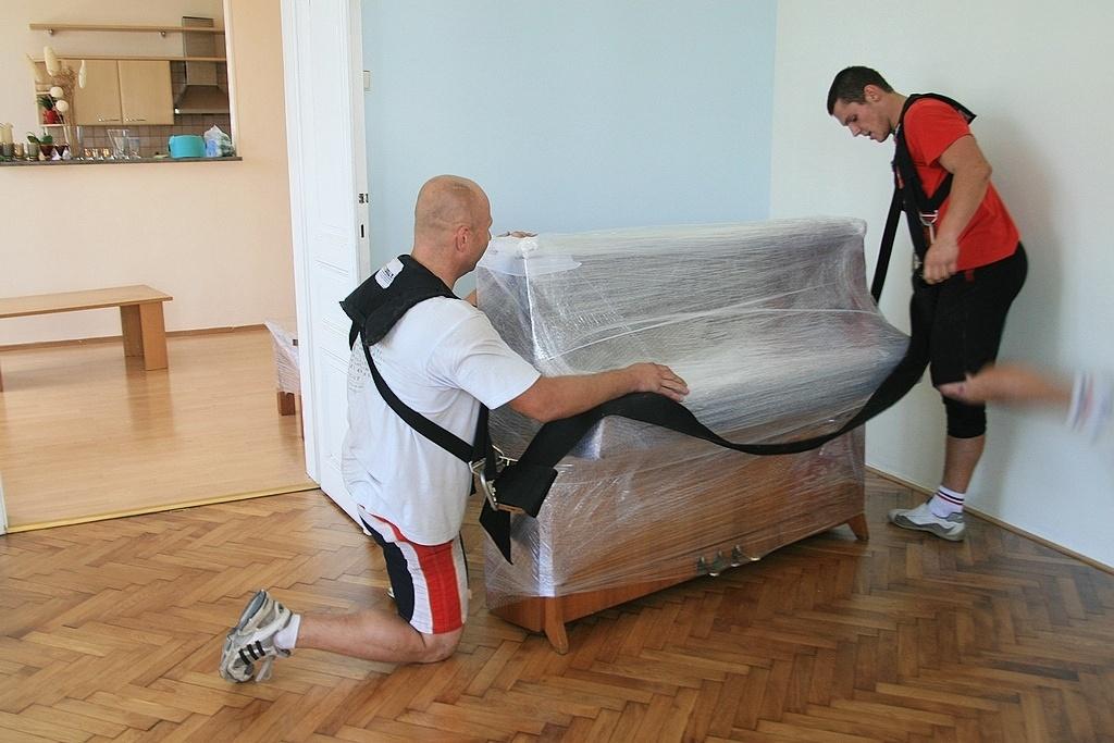 Stěhování těžkého piána